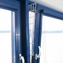 Trixie TR-44183 A window protection grille (tilt and turn) closing from the side. Safety and security
